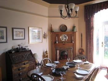 6 bedroom house - dining room